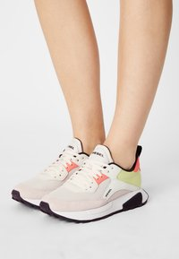 Diesel - S-TYCHE - Trainers - white - 0