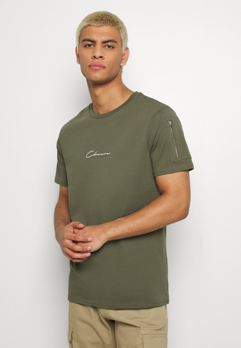 CLOSURE London - UTILITY TEE - Print T-shirt - khaki