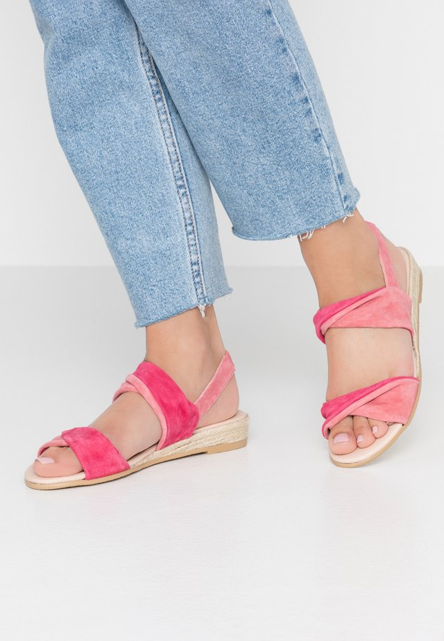 Wedge sandals - coral