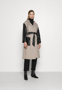 4th & Reckless - JAGGER JACKET - Trenchcoat - taupe/black - 1