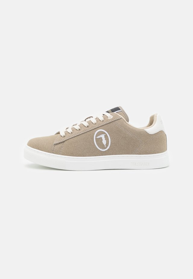 DANUS STITCH - Sneakers laag - taupe