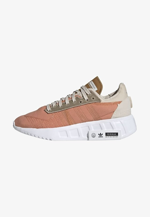 GEODIVER - Baskets basses - hazy copper/ftwr white/core black