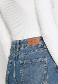 BDG Urban Outfitters - MOM VINTAGE - Relaxed fit jeans - dark denim - 3