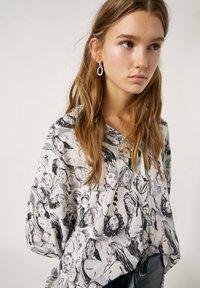 PULL&BEAR - Button-down blouse - white - 3