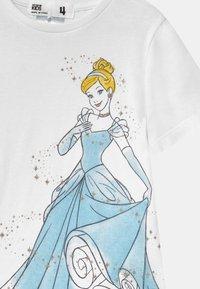 Cotton On - DISNEY CINDERELLA SHORT SLEEVE  - Print T-shirt - white - 2