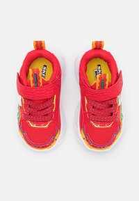 Skechers - SHARK-BOTS - Trainers - red/yellow/blue - 3