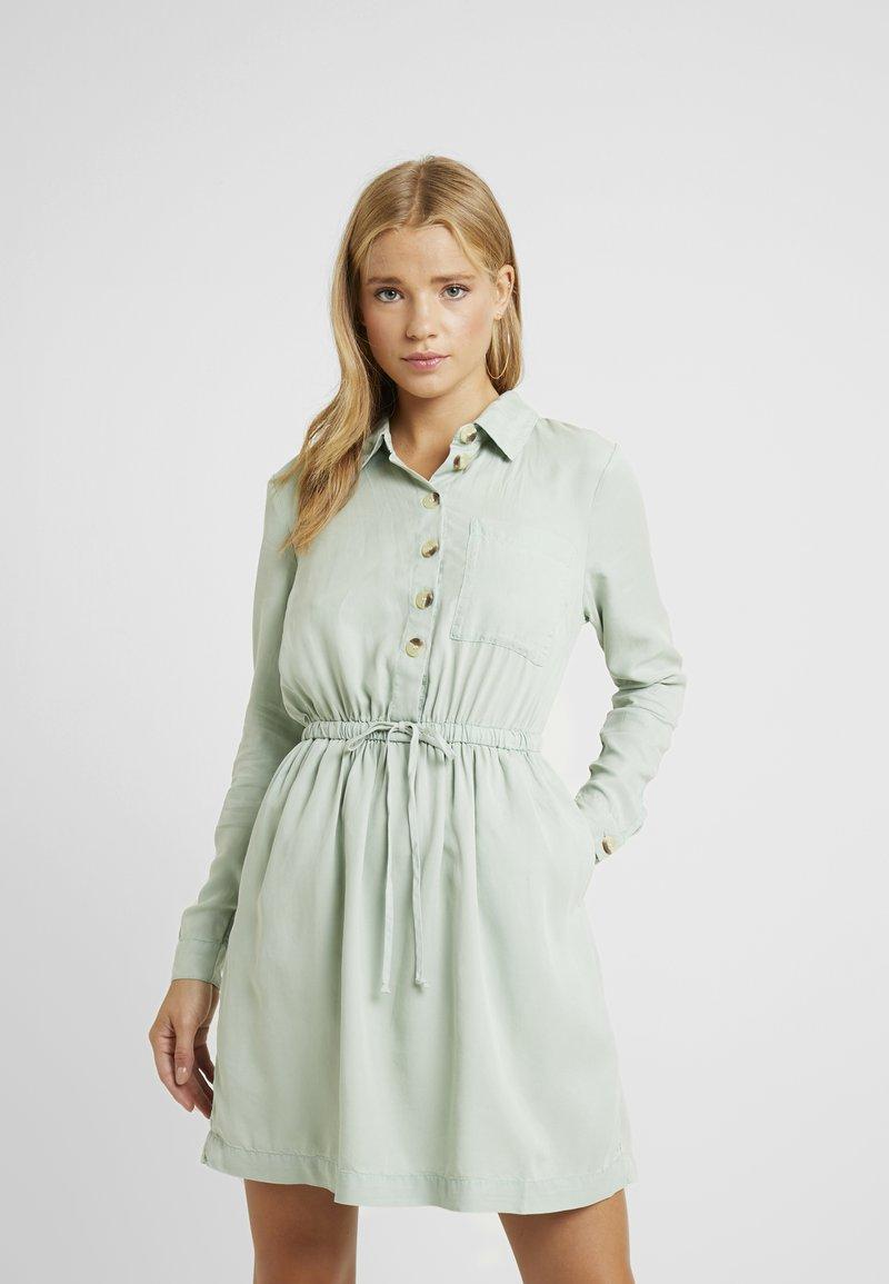 Miss Selfridge Petite - DRESS - Vapaa-ajan mekko - green