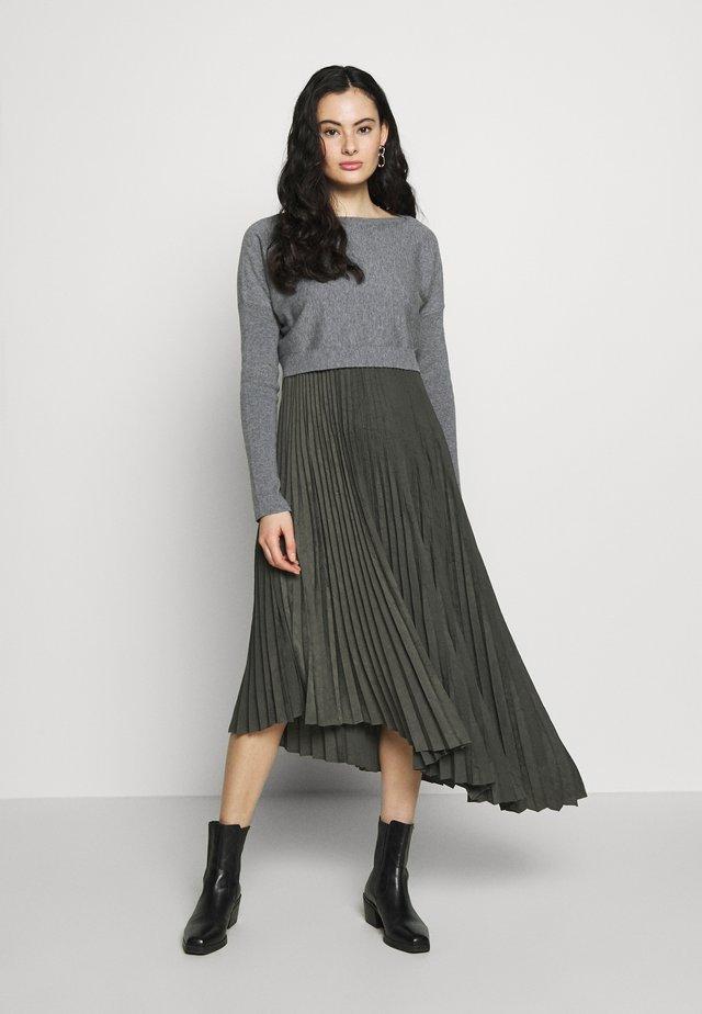 EVETTA DRESS 2 IN 1 - Sweter - khaki/grey