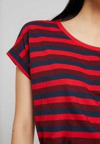 Vila - VIDREAMERS PURE  - Print T-shirt - racing red/tawny port total eclipse - 5