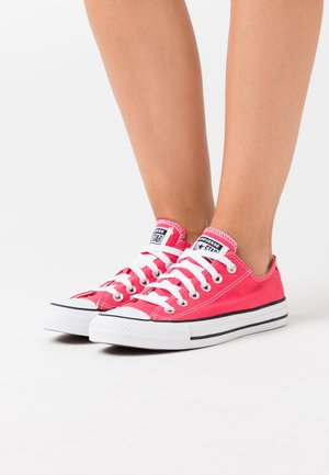 CHUCK TAYLOR ALL STAR - Matalavartiset tennarit - carmine pink