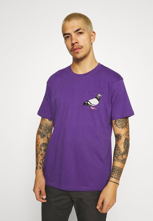 POCKET TEE UNISEX - Printtipaita - purple