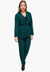 Triangle - MIT BINDEGÜRTEL - Short coat - emerald - 1