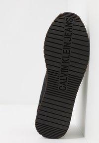 Calvin Klein Jeans - JERROLD - Sneakers laag - black - 4