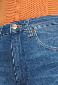 Wrangler - MOM  - Relaxed fit jeans - summer haze - 5