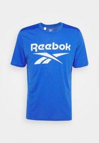 Reebok - WOR SUP GRAPHIC TEE - Print T-shirt - blue - 0
