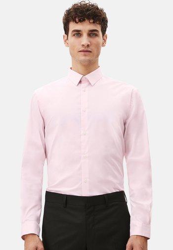 Kostymskjorta - pink