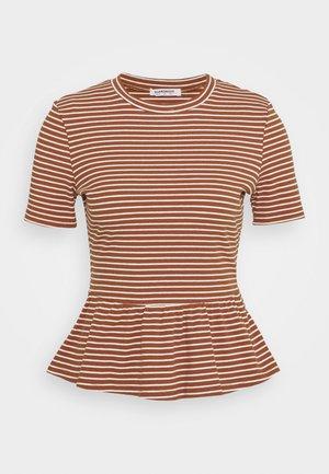 PEPLUM - Print T-shirt - rust white