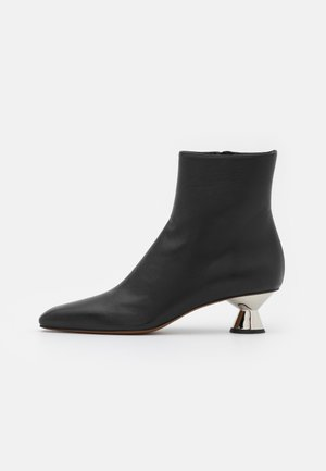 VASE BOOT - Botki - black