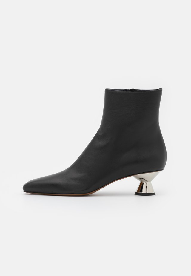 VASE BOOT - Classic ankle boots - black