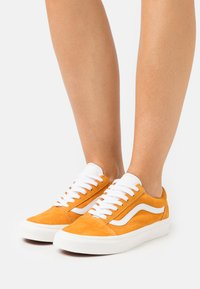 Vans - OLD SKOOL - Trainers - apricot/snow white - 0