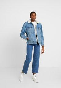 Topshop - BORG LINED JACKET - Veste en jean - mid blue - 1