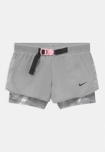 DRY TEMPO  - Sports shorts - smoke grey/black/arctic punch