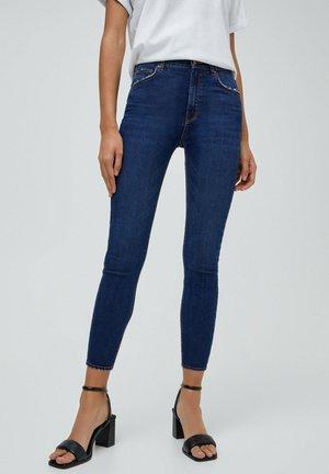 MIT HALBHOHEM - Jeans Skinny Fit - mottled blue