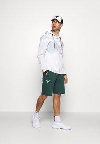 Under Armour - ROCK SHORT - Sports shorts - ivy - 1