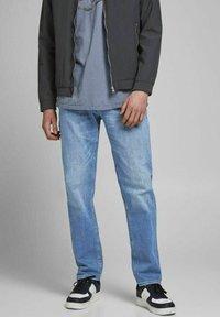Jack & Jones - CLARK ORIGINAL - Jeans Straight Leg - blue denim - 0
