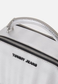 Tommy Jeans - FEMME CROSSOVER - Across body bag - grey - 3