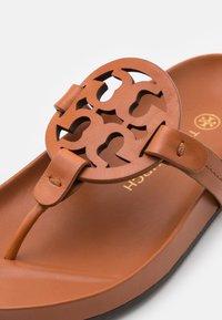 Tory Burch - MILLER CLOUD - Sandály s odděleným palcem - aged camello - 5