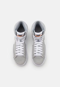 Nike Sportswear - BLAZER MID '77 UNISEX - Zapatillas altas - wolf grey/white/black/total orange - 3
