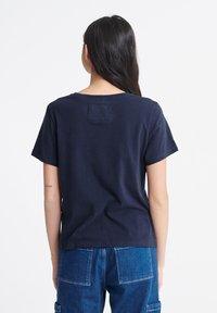 Superdry - TRACK & FIELD  - Print T-shirt - navy - 2