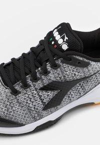 Diadora - S.SHOT 2 CLAY - Tenisové boty na antuku - steel gray/black/white - 5