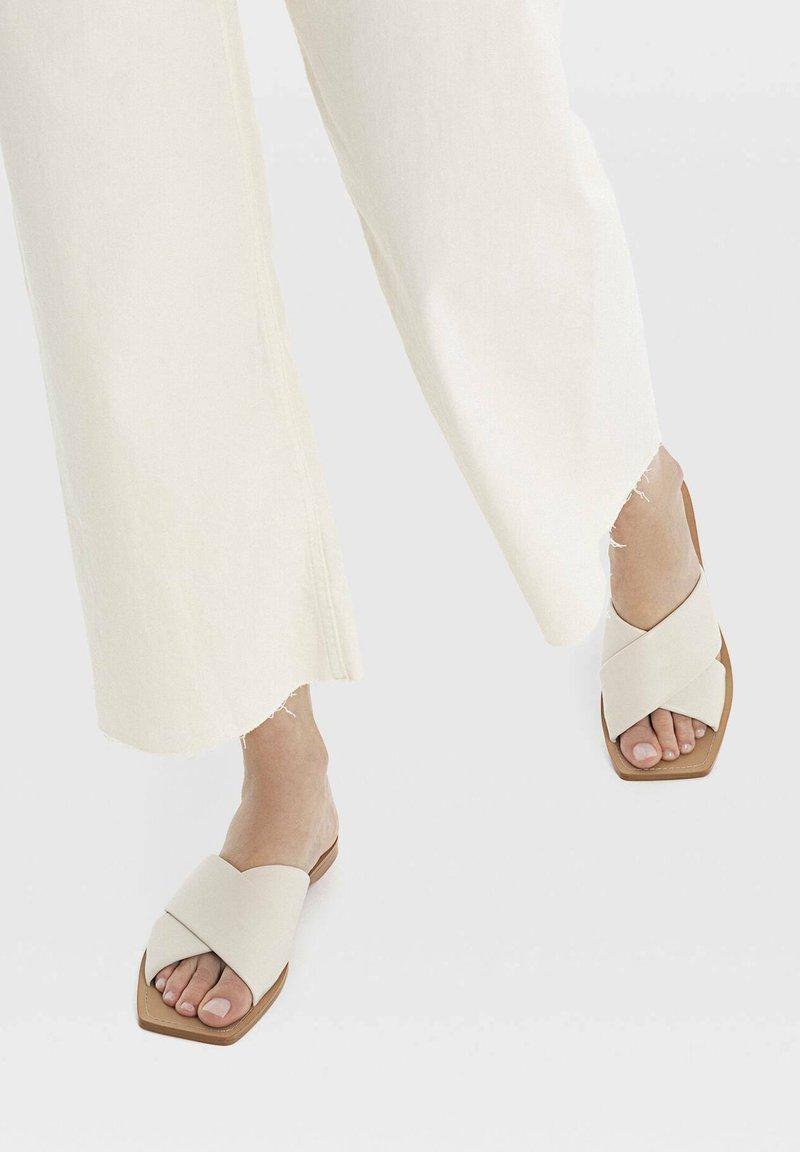 Stradivarius - Sandals - off-white