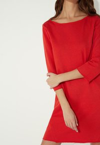 Tezenis - MIT U-BOOT-AUSSCHNITT - Jersey dress - red lipstick - 2