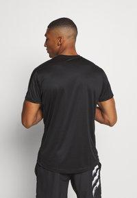 adidas Performance - RESPONSE RUNNING SHORT SLEEVE TEE - T-shirt z nadrukiem - black - 2