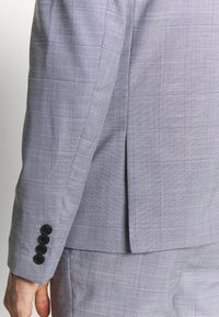 Lindbergh - CHECKED SUIT - Completo - lt grey check - 7