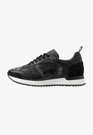 RUN METAL CAMO - Trainers - steel