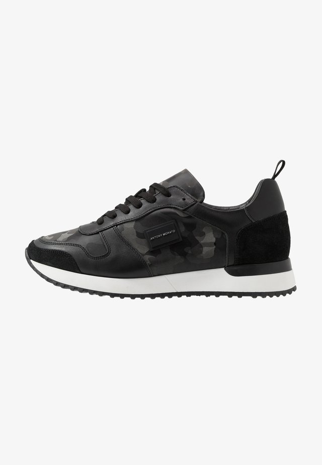 RUN METAL CAMO - Sneakers basse - steel