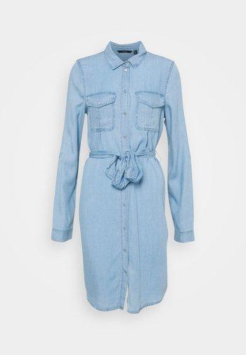 VMVIVIANAMIA SHIRT DRESS - Dongerikjole - light blue denim