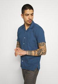 Far Afield - STACHIO SHIRT TEXTURED STRIPE - Shirt - ensign blue - 3
