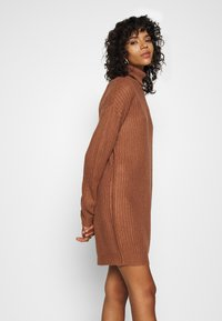 Missguided - ROLL NECK BASIC DRESS - Pletené šaty - mocha - 4