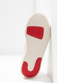 adidas Originals - PW TENNIS HU - Matalavartiset tennarit - footwear white/scarlet/calk white - 4