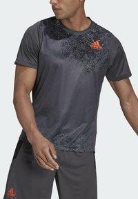 adidas Performance - HB TRAIN T M - Print T-shirt - grey - 5