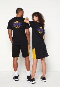 New Era - NBA LOS ANGELES LAKERS NEON TEE - Club wear - black - 2