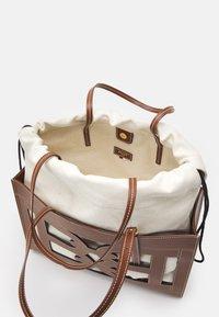 Bally - CABANA CALIE SET - Handbag - cuero - 4