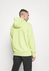 Nike Sportswear - HOODIE - Sweat à capuche - limelight/smoke grey - 2