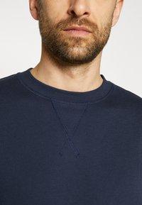 Selected Homme - SLHJASON CREW NECK - Sweatshirt - navy blazer - 8