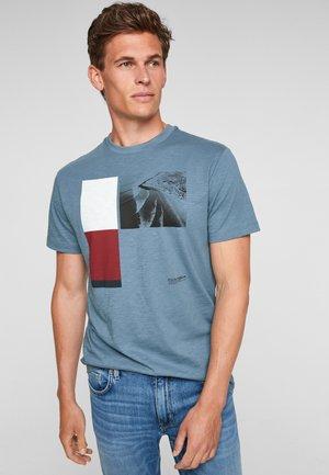 Print T-shirt - light blue placed print